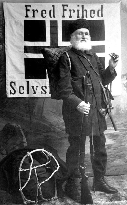 Helge Væringsaasen med fredsflagget (Foto/Photo)