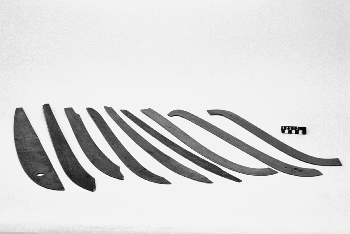 Nio mallar av trä för ritning av specialkurvor, möjligen för båtskrov.
