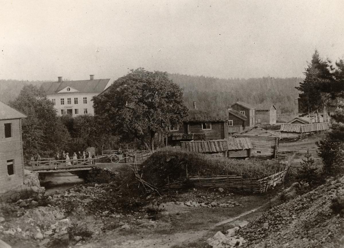 Högfors är en bruksort i Ljusnarsbergs kommun. Informationen är knapphändig, men enligt uppgift ska järnbruket här ha anlagts 1766 och lagts ned 1955.