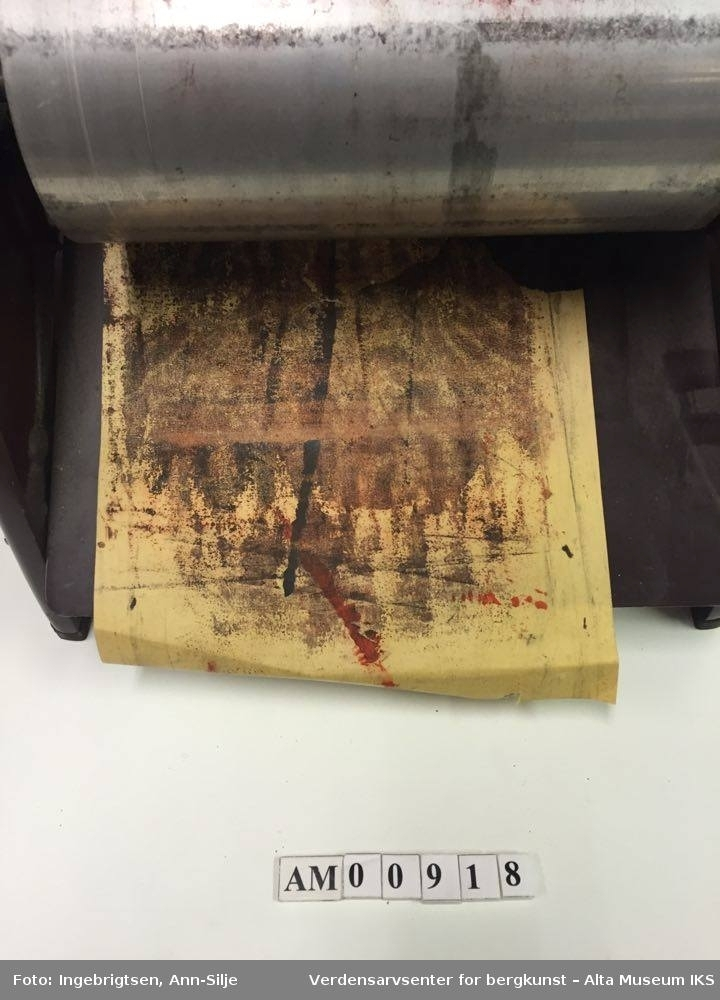 Meget enkel maskin med to oscillerende valser for farveutriving og en sveiv på siden for manuell bruk. Maskinen må håndmates med ett og ett ark.