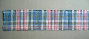 Dessa vävprov har samma rutsystem men med olika färgställningar. Proverna är vävda i tuskaft och har cottolin i varp och lin i inslag. WLHF-0093:1 Har en blå botten med ett rutmönster i vitt, rosa och grönt i varp och inslag. WLHF-0093:2 Har en botten i rosa med ett rutmönster i vitt, gult och grönt i varp och inslag. Provet är märkt: Möbel- eller duktyg cottolin - lin. Bredd 61 cm. N:R 18.