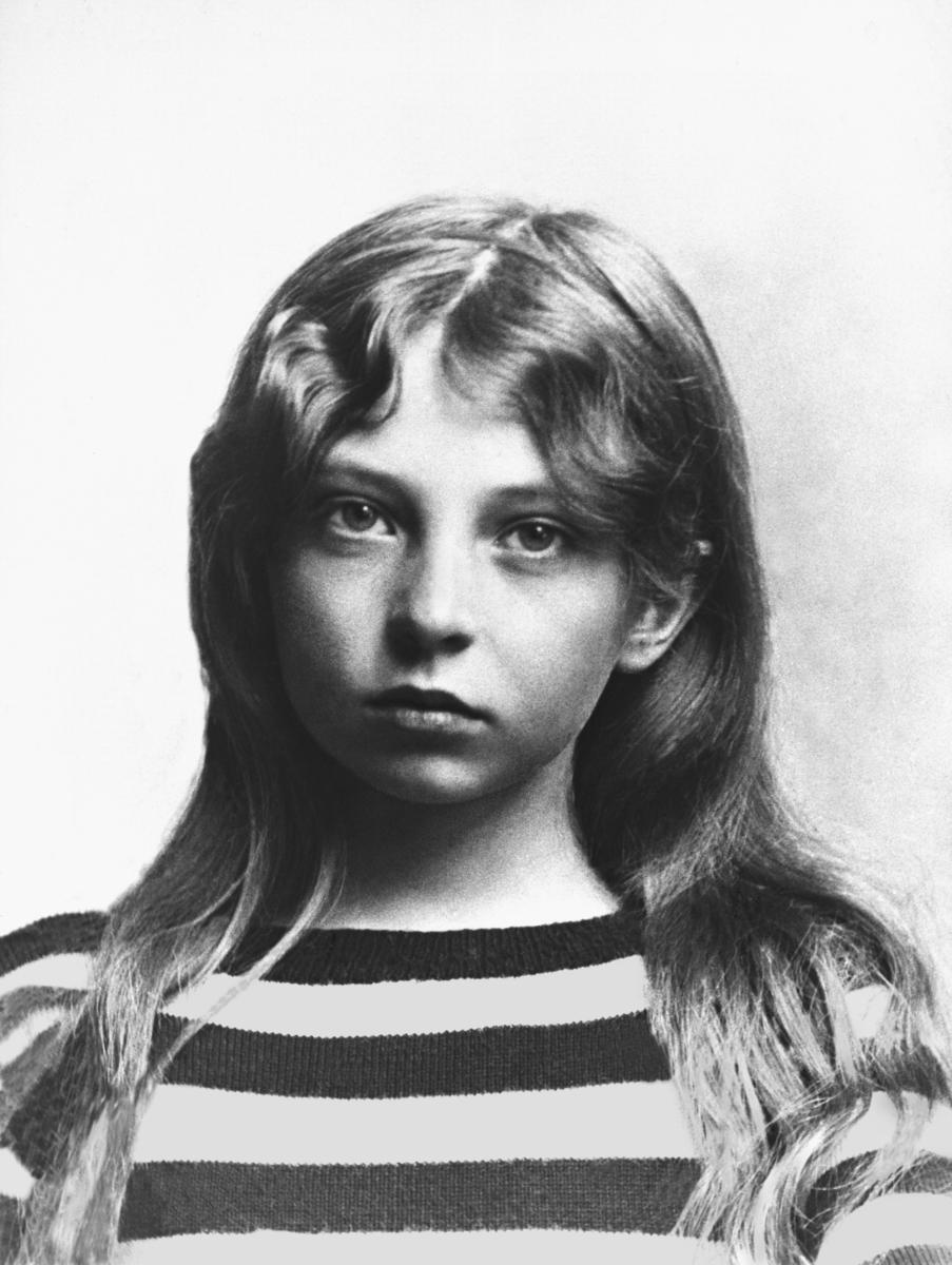 Stripete genser, jente, portrett