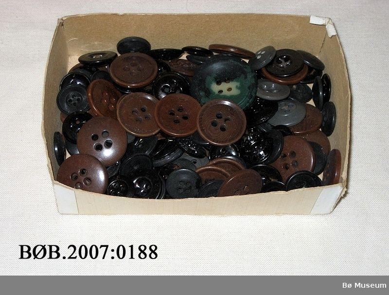 Liten ask med knappar