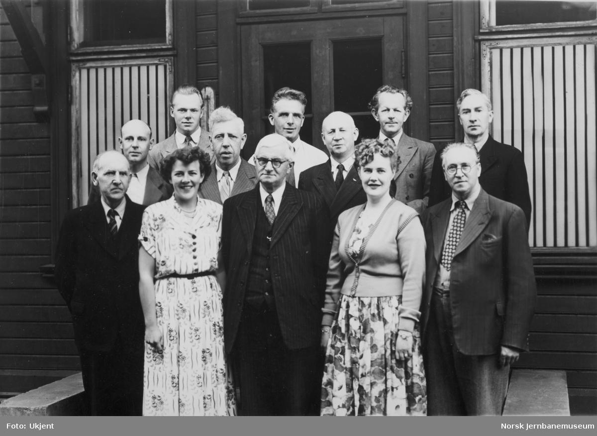 Personalet ved NSBs materialkontor, Hamar, 1952