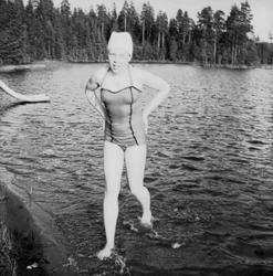 Badplats i Ställdalen, en flicka.