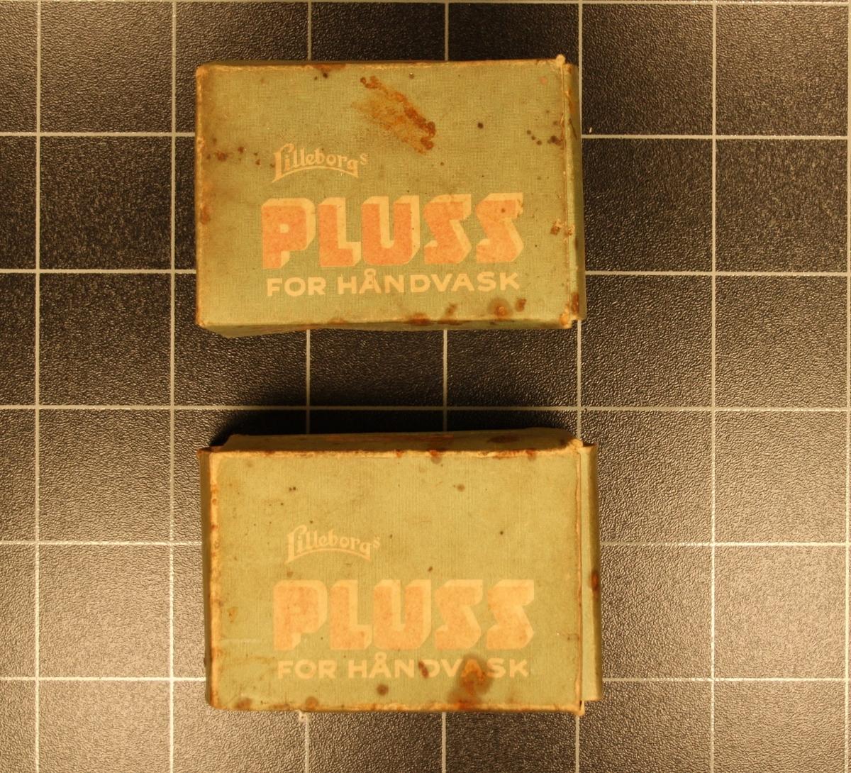 Form: Små rektangulære pappesker med såpe. 2 stk.