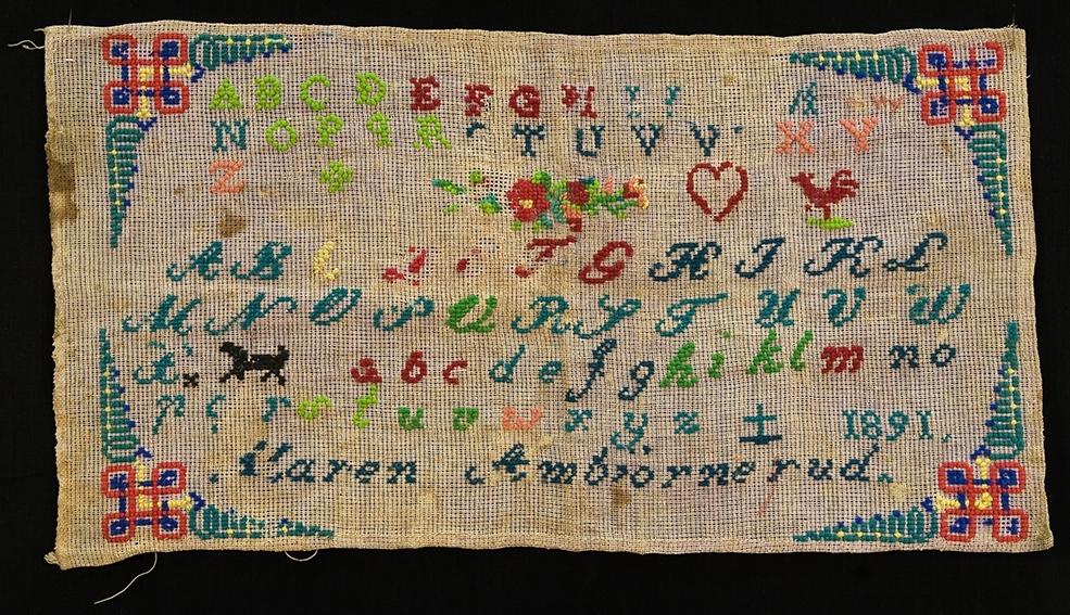 Bokstaver og tall. Alfabetet- hverte, hane, blomst og anker. Maren  Ambjørnrud 1891