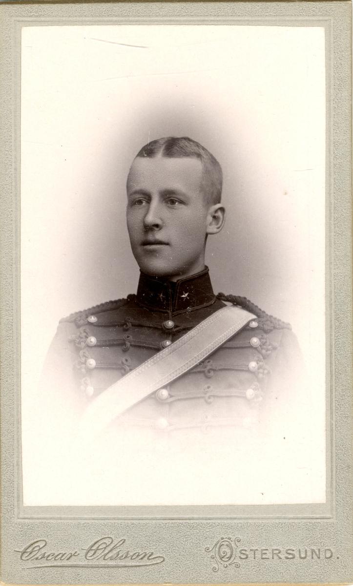 Porträtt av Mårten Willie Holmstedt, underlöjtnant vid Norrlands artilleriregemente A 4.