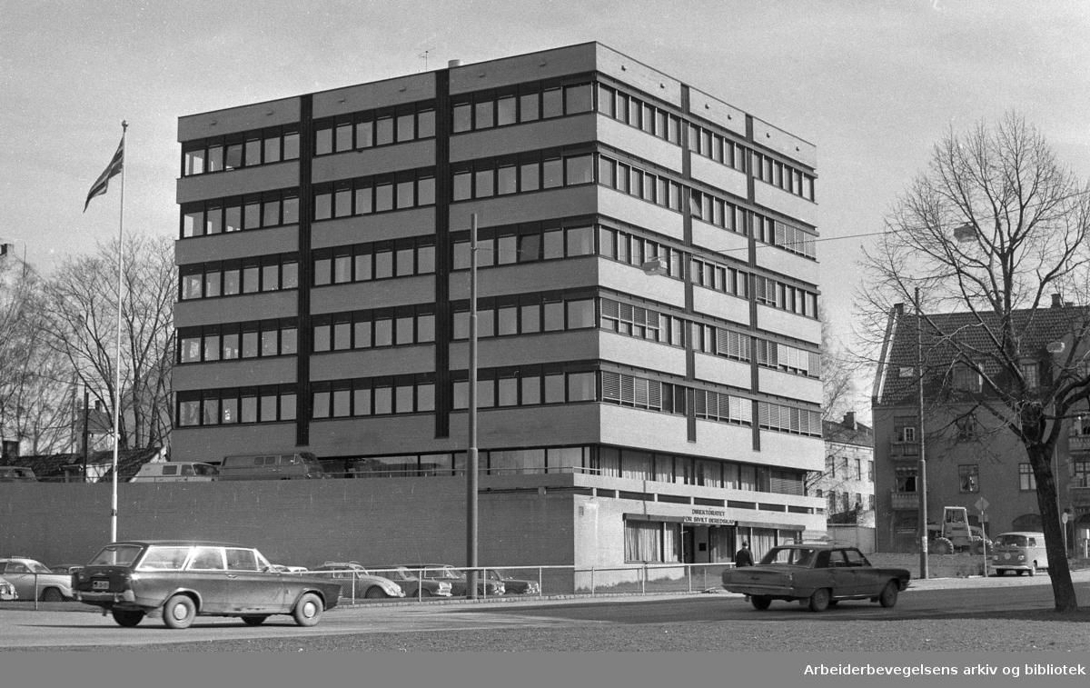Det daværende Direktoratet for Sivilt Beredskap, beliggende på hjørnet av Sandakerveien og Marcus Thranes gate i Oslo. .Nå: Direktoratet for Samfunnssikkerhet og Beredskap (DSB) - flyttet til Tønsberg 2003..Foto 1973.