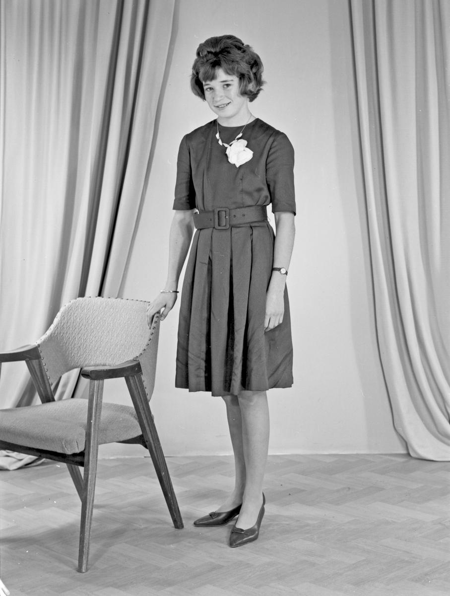 Portrett av en ung kvinne - bestiller Astrid Hansen
