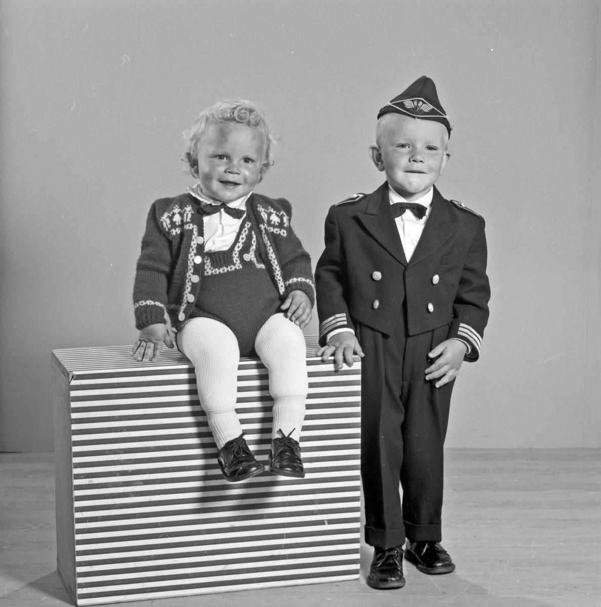Portrett 2 små barn - bestiller Oddvar Hauge