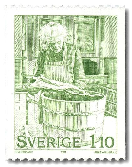 Maria Andersson, Torgås, bereder lutfisk.
