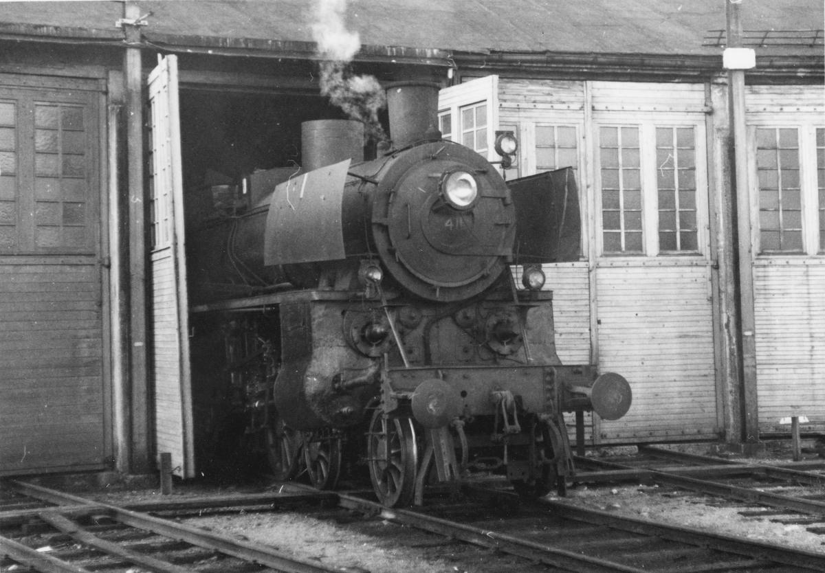 Damplokomotiv 26c 411 i lokomotivstallen på Kongsberg.
