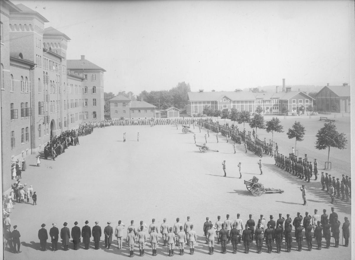 Jubileum 25-års, A 6. Regementet uppställt på kaserngården