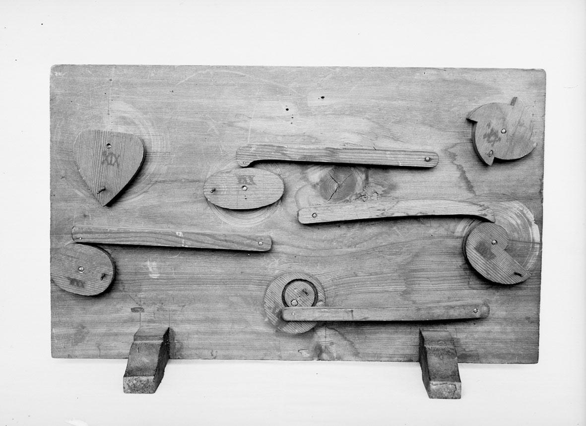 Modell ur Polhems mekaniska alfabet. Text på föremålet: XIX, XX, XXI, XXII, XXIII, XXIV. Exempel på olika kammekanismer.