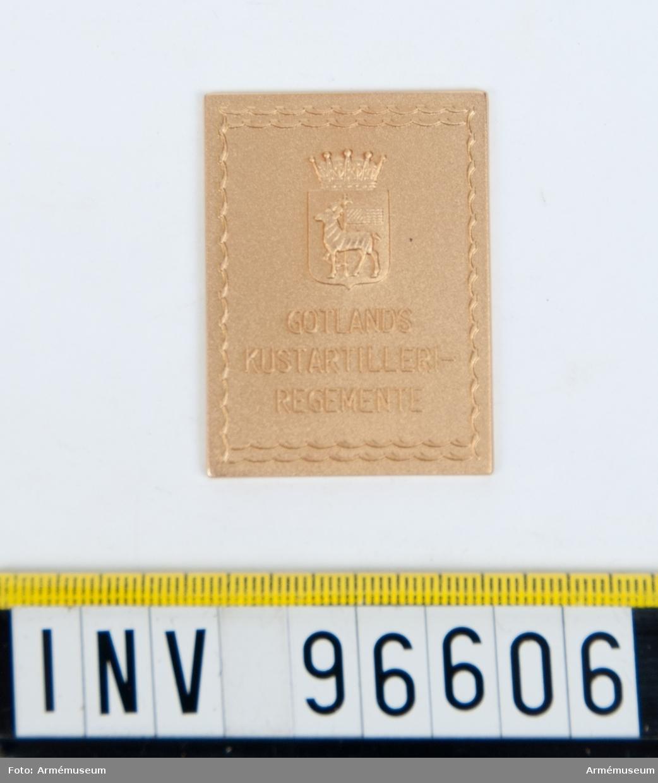 Plakett i guld för Gotlands kustartilleriregemente.