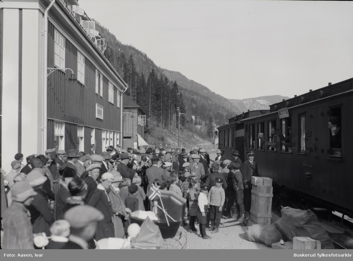 17.mai feiring i Rødberg  Rødberg jernbanestasjon Numedalsbanen