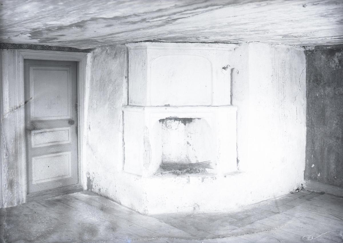 """Stugan å Väntorps kvarn, riven cirka 1930. Murkomplexet i bottenvåningens """"stuga."""" Se plan."""