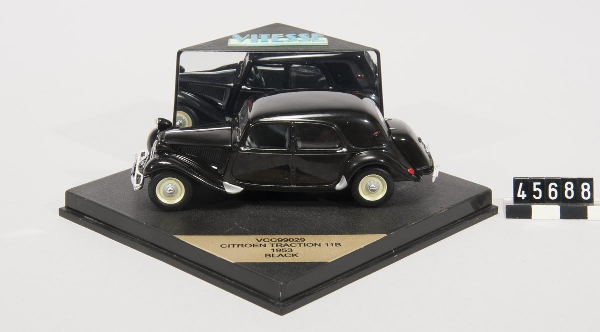 Modellbil, CitroÃ«n Traction 11B (1953), skala 1:43.  Tillverkningsnummer 113 ur en begränsad upplaga om 2000, certifikat klistrat på förpackningens undersida.