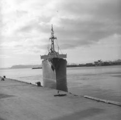 Et skip på vei inn mot Dampskipskaia i Hammerfest. Skipet li