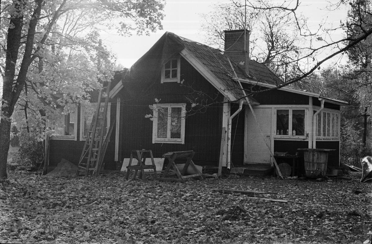Bostadshus, Bräcksta 1:6, Jon-Larsstuga, Tensta socken, Uppland 1978