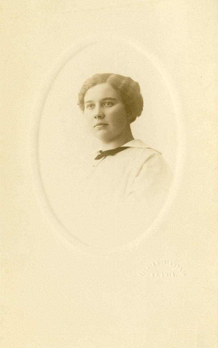 Portrett av Martha Hval.