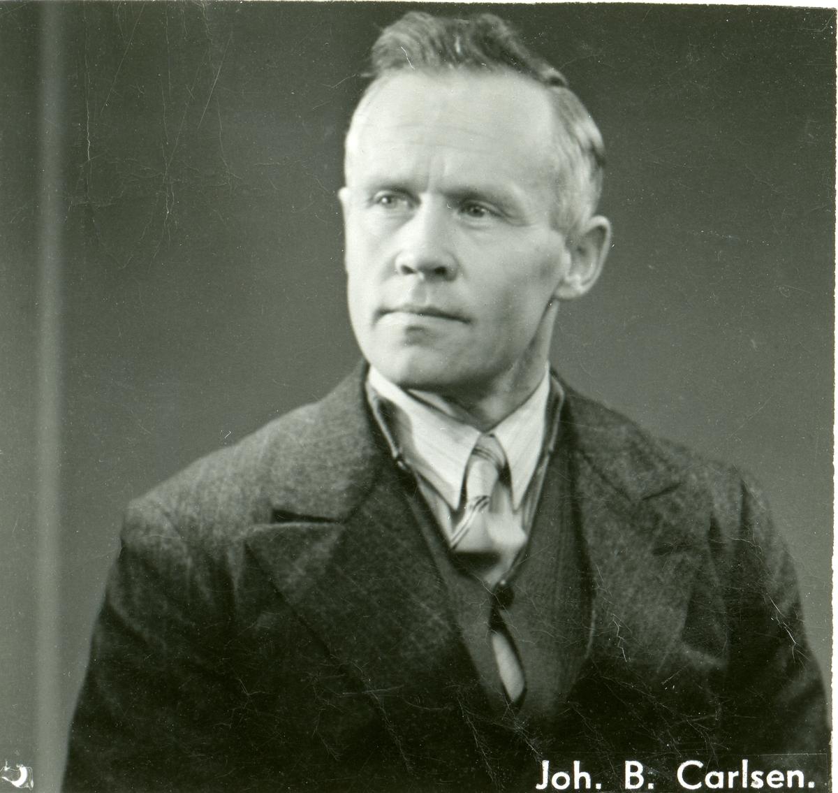 Portrett av ekteparet Arne og Borghild Gjørud. I tillegg et portrett av Arne Gjørud.