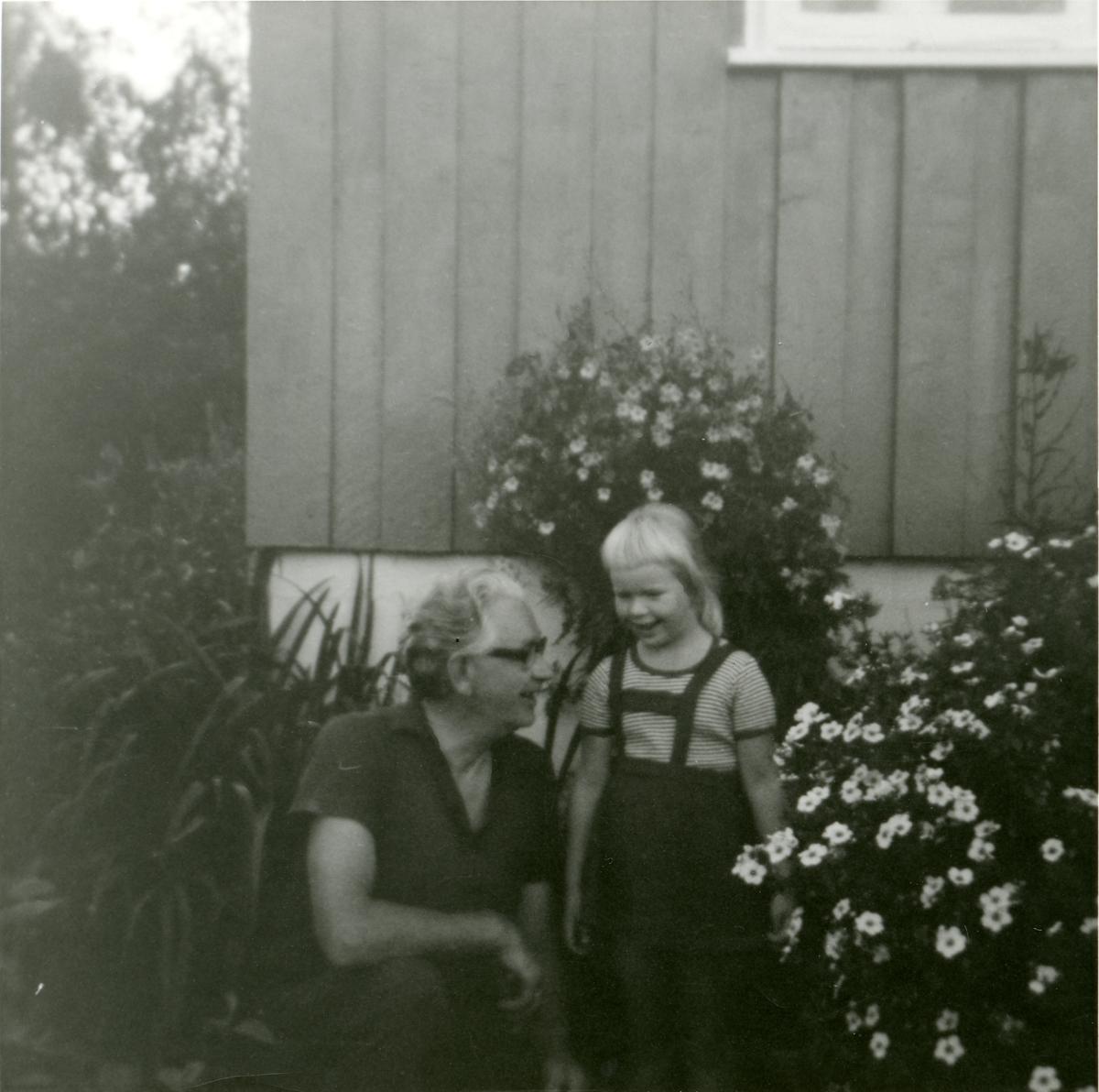Andreas Digene med barnebarnet.