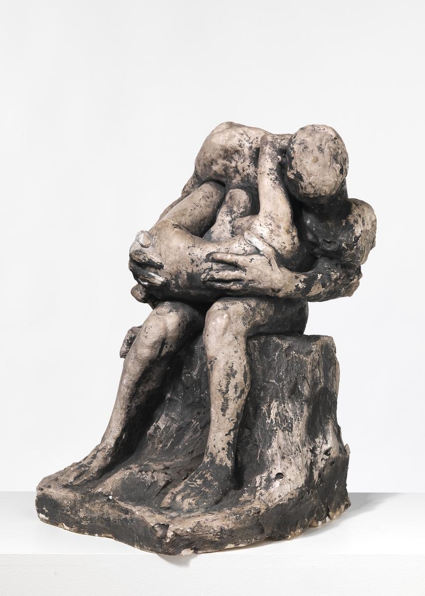 Mann med kvinne i fanget I [Statuettgruppe]