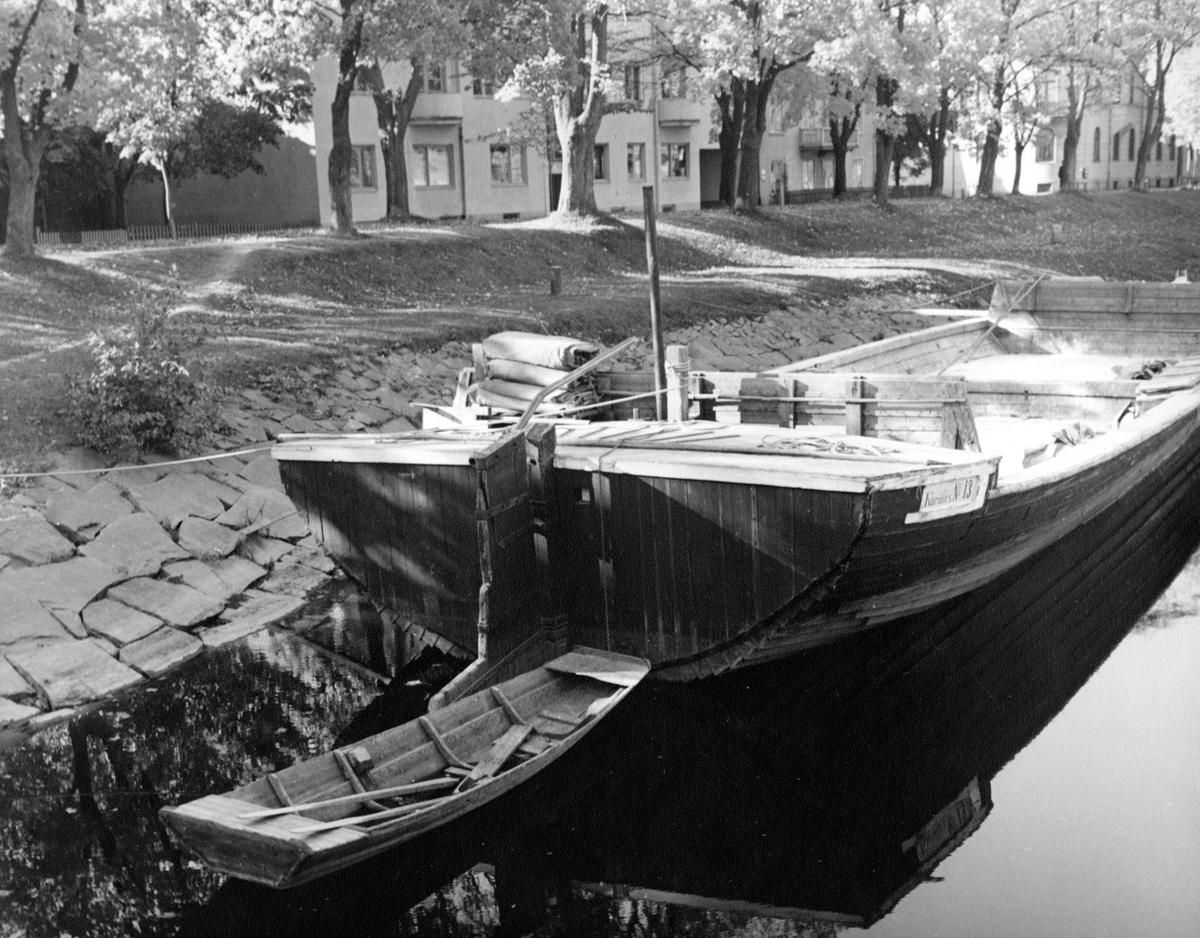 Pråmen Klarafors nr 13 på en bild från 1947.