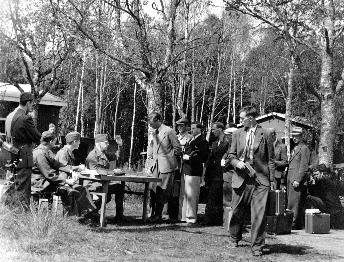 Inryckning till repövning någonstans i Karlstadstrakten, kanske vid Trossnäs, i slutet av 1940-talet.