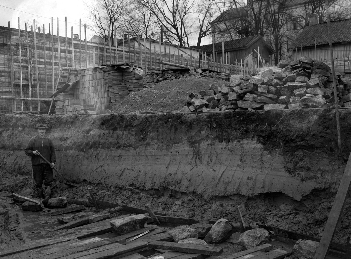 Grundläggningsarbeten inför nybygge på Norra Strandgatan 7 år 1938.