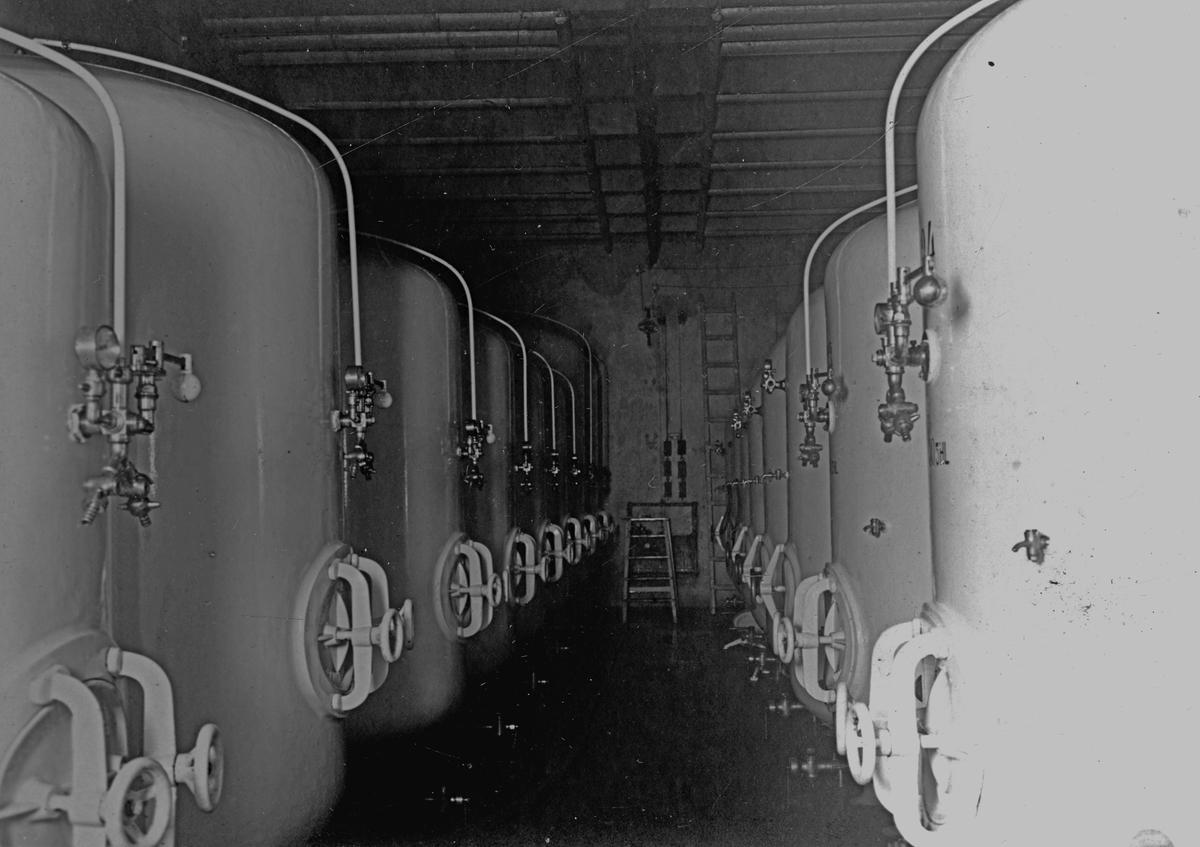 Cisterner på bryggeriet. Givare H Bergendahl.