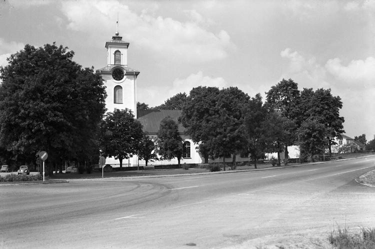 1839 fattades beslut om att uppföra en ny kyrka i Östra Torsås. Jacob Wilhelm Gerss vid Överintendentsämbetet svarade för ritningarna. Kyrkan uppfördes 1847-49 på en ny kyrkplats, strax sydväst om den gamla kyrkan. Kyrkan invigdes den 29 september 1852 av biskop Christopher Isac Heurlin.
