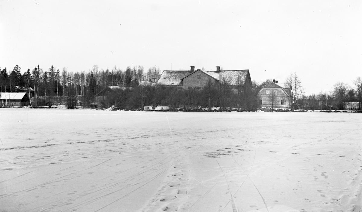 Den tilltänkta Herrgården blev ett magasin, Sen blev den gamla Herrgården. Foto från nedre dammen