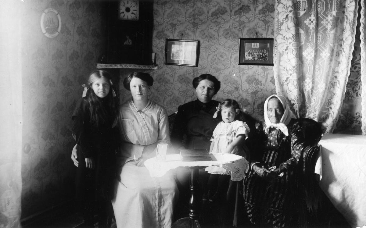Okända Lenningebor på 1910-talet.