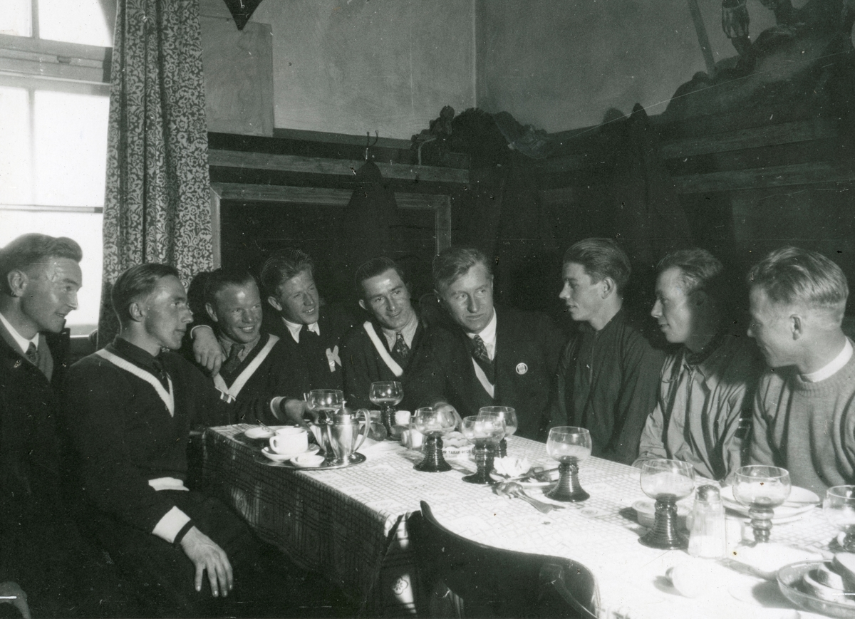 Norwegian skiers around the table in Germany