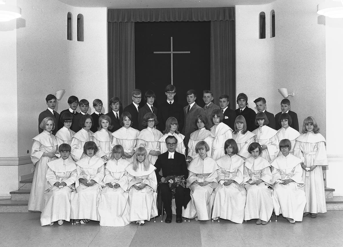 Andrén, konfirmationsgrupp Heliga Trefaldighet  14 maj 1966
