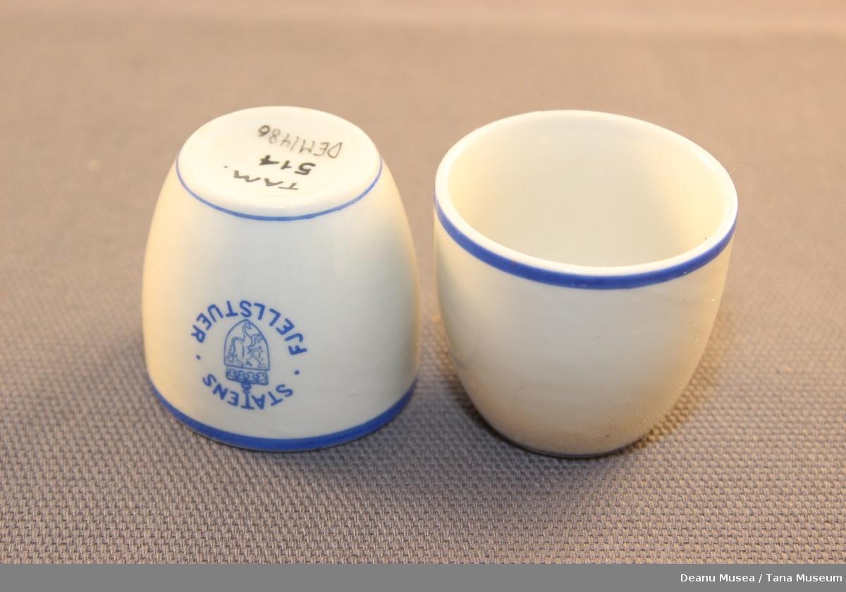 12 eggeglass med riksløven og Staten Fjellstuer i blå skrift. Blå kantlinje oppe og nedre kant.