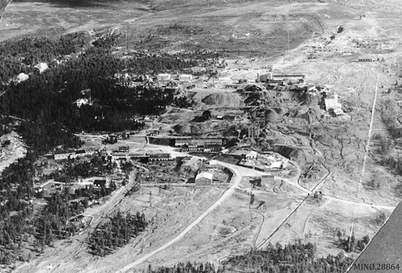 Flyfoto av Verketsområdet fra 1936. Foto: Widerøe Flyselskap AS. Musea i Nord-Østerdalen, nr. 28864/18241. Sjå også Folldalsbilder I, side 18-19.