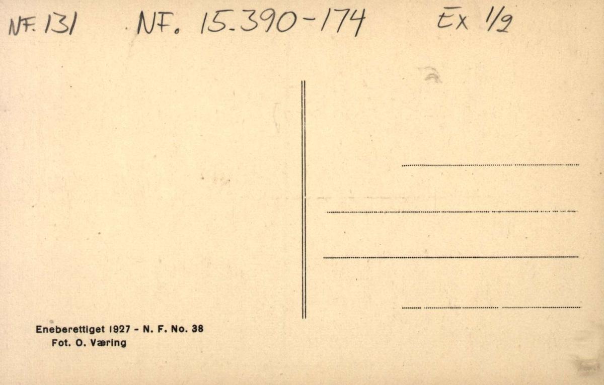 "Postkort. Ylistuens ""Uppstugu"", 2 kvinner i bunader ved langbordet.Telemarkstunet, NF."