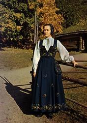 Postkort. Kvinnedrakt fra Gudbrandsdal. Utstilling NF.
