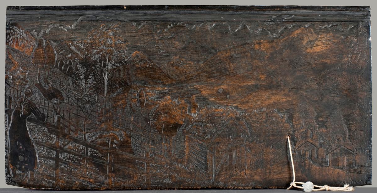 """Ensidig trykkplate i or (iflg. brev til Hans Jacob Meyer, 13.12.1925). Liknar på den brukt i Ill. til novella """"Han som var saa fæl til at fri"""", 1917, av Hans E. Kinck, men der er det ein gut som står til høgre i trykket."""