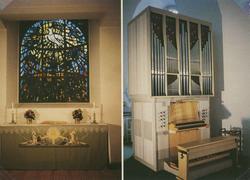 Interiör från Gamleby kyrka. Altare till vänster och orgeln