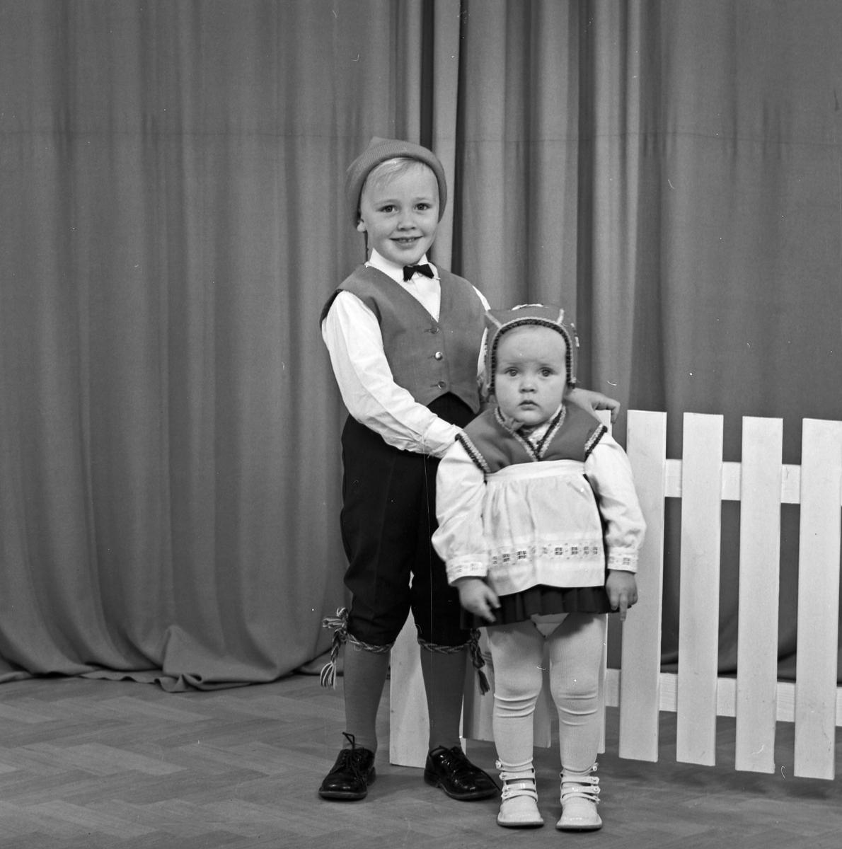 Portrett ung gutt og lita jente - bestiller Olaf Jensen