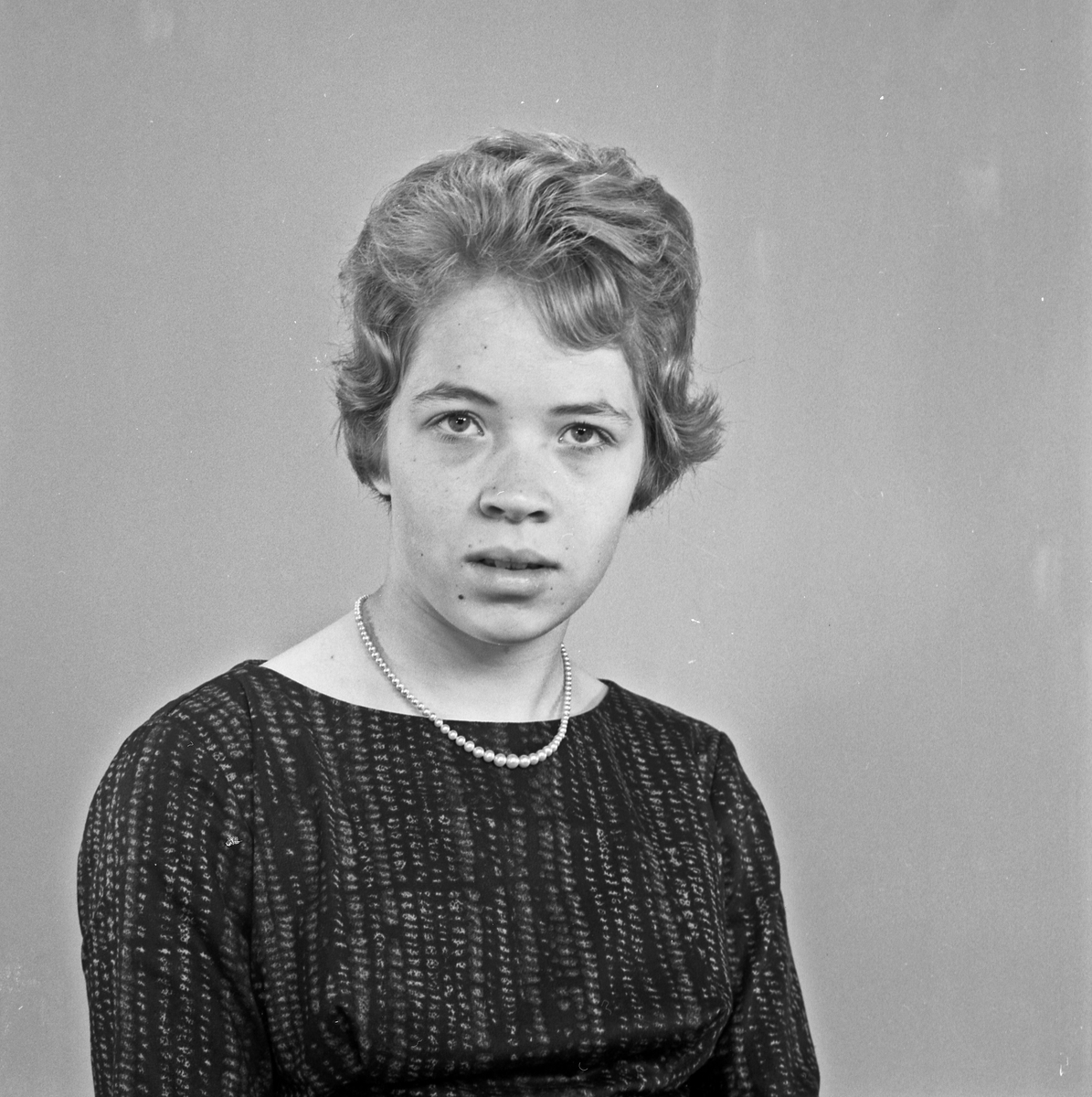 Portrett to unge kvinner - bestiller Hjørdis Langelandsvik