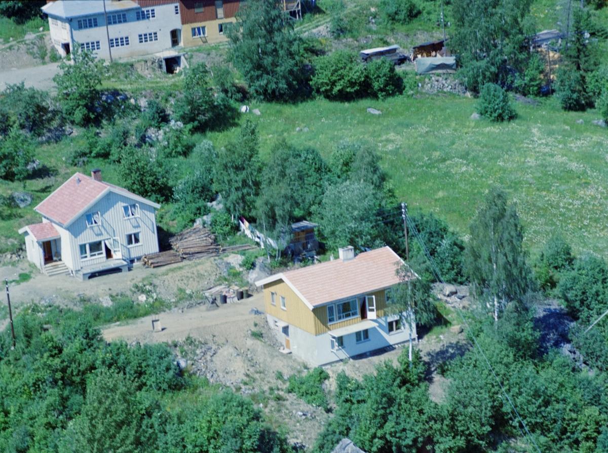 Flyfoto, Lillehammer, Vingnes, bolighus. Risevegen 7 nærmest og Risevegen 9 bakerst