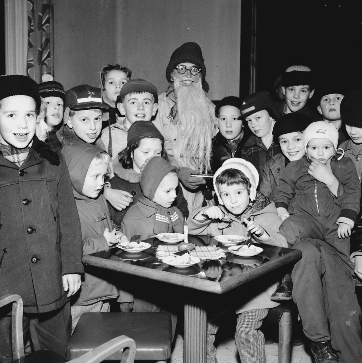 Barnverksamhet med Jultema på 1950 talet.