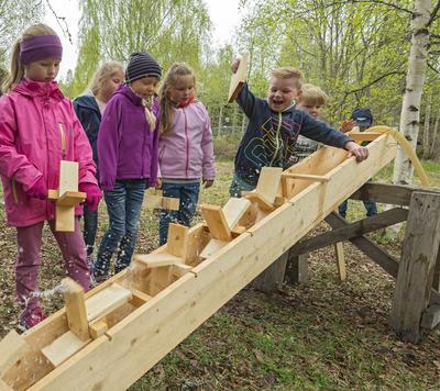 Skoleklasse på besøk hos Klevfos Industrimuseum, Løten 18/5 2016. (Foto/Photo)