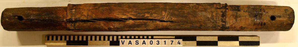 Lavettaxel. Bakaxel. Tapp 22 och 30. Sliten axel, återmonterad med beslag, Dokumenterades uppmonterad (vissa mätningar ouppnåelig).  Worn axel, remounted with hardware, recorded assembled (some measurements unobtainable).